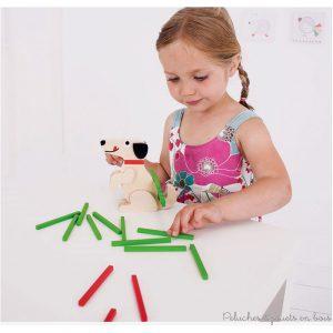 Un jeu d'adresse et d'équilibre en bois de la marque Bigjigs. Joue à empiler les bâtonnets de bois colorés sur la tête ou la queue du chien en ayant soin de ne pas les faire tomber. A partir de 3 ans +