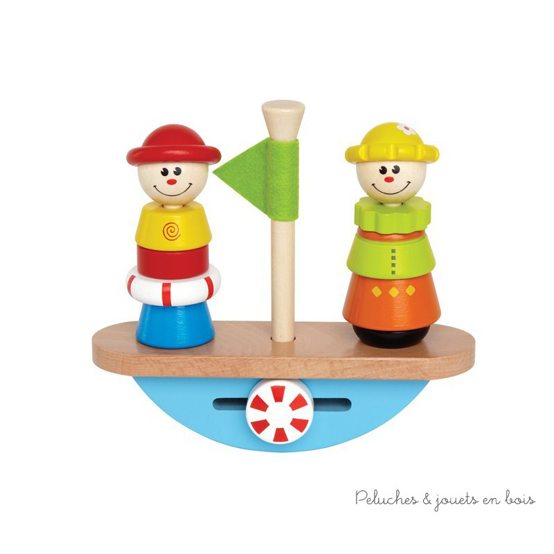 Un bateau en bois massif qui se balance avec 2 personnages en équilibre de la marque Hape. A partir de 2 ans+
