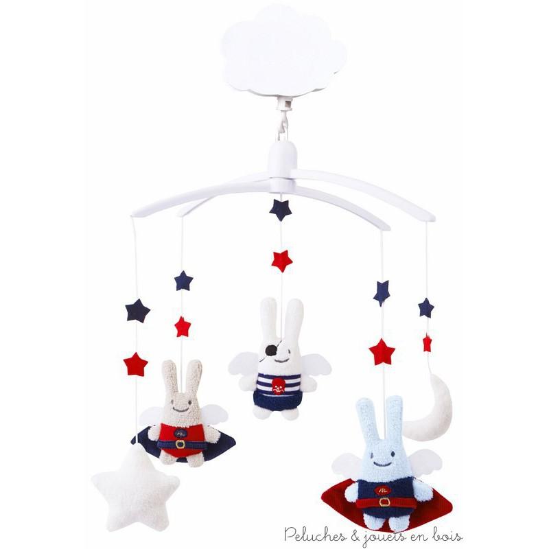 Un mobile musical de la marque Trousselier sur le thème Ange Lapin Héros et Pirates , adapté aux tout petits dès la naissance.