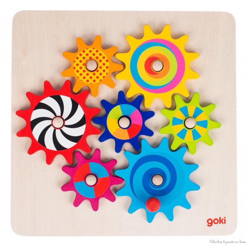 Dans un petit village du nord de l'Allemagne tout près de Hambourg, des créateurs de jouets imaginent chaque jour un nouveau jeu ou jouet pour les enfants, afin que ceux-ci puissent développer leur imagination, leur créativité, leur adresse et leur sensibilité.