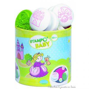"""Le kit stampobaby """" princesses """" de la marque Aladine comprend 5 gros tampons encreurs ainsi qu'un maxi encreur de couleur adaptés aux petites mains. A partir de 18 mois+"""