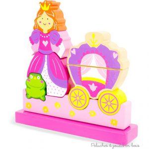 Un puzzle magnétique vertical en bois de 10 pièces de la marque Ulysse Couleurs d'Enfance sur le thème princesse. A partir de 10m+