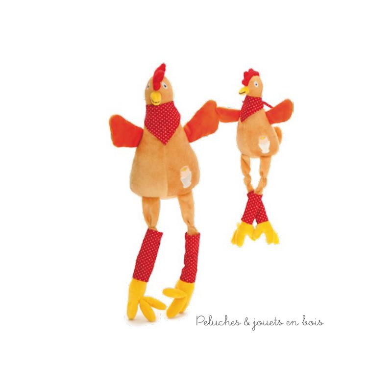 Jacotte la cocotte avec bruiteur de la marque Les Petites Marie est une petite poule en peluche avec de longues pattes, et un bandana. Quand on appuie sur son ventre elle fait un doux bruit de poussin. Livrée en sac en organza. A partir de 0m+