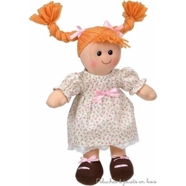 La poupée de chiffon Emilie de la marque Les Petites Marie 25 cm, est livrée dans un sac en coton pour une présentation cadeau impeccable et très appréciée. A partir de 1 an+