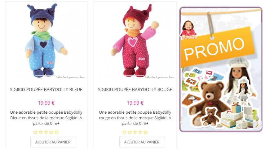 Une adorable petite poupée Babydolly rouge en tissus de la marque Sigikid. A partir de 0 m+