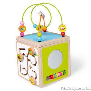 Un cube d'activités et d'éveil en bois peint au design coloré de la marque Scratch. A partir de 1 an+