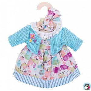 Une robe cardigan à fleurs avec un gillet turquoise non amovible et deux noeuds pour les cheveux de la marque Bigjigs toys pour les poupées de chiffon de 25 cm. Conçue pour les petits doigts avec des fermetures à scratch. A partir de 2 ans+