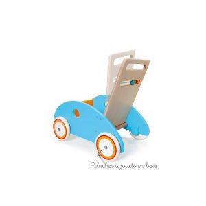 Le chariot de marche poisson Maurice de la marque Scratch à une poignée inclinable ajustable en fonction de bébé et est muni d'un frein qui permet de régler la vitesse. Ses roues sont recouvertes de caoutchouc pour un usage plus sûr et plus silencieux. Il accompagnera les premier pas de bébé en toute sécurité. Dimensions 45 x 45 x 31 cm. Normes CE