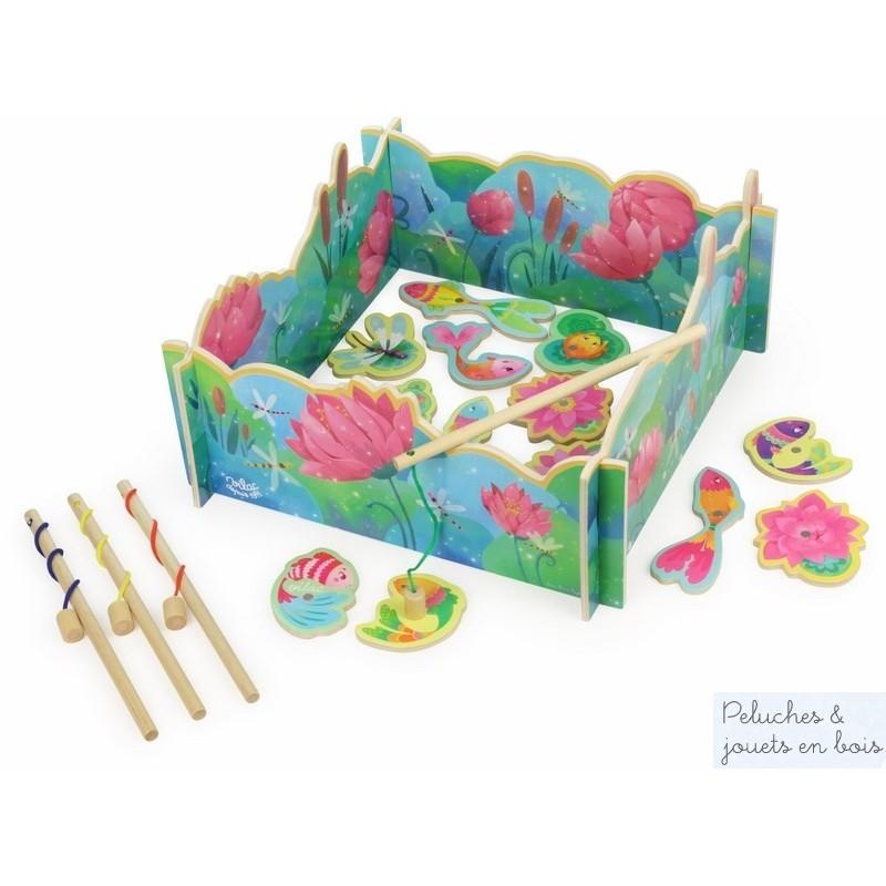 Un grand jeu de pêche magnétique Nénuphar en bois peint avec des couleurs tendres et au design poétique signé Vilac. A partir de 2 ans+ Un grand jeu de pêche magnétique Nénuphar en bois peint signé Vilac. A partir de 2 ans+