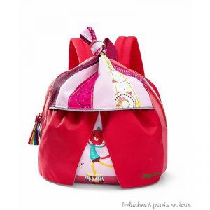 Dimensions : 25 x 30 cm. Normes CE. Tous les sacs et cartables Lilliputiens sont imperméables et équipés de bretelles réglables, d'une sangle poitrine, d'une attache pour crochet de porte-manteau et une possibilité de rajouter les coordonnées du propriétaire.