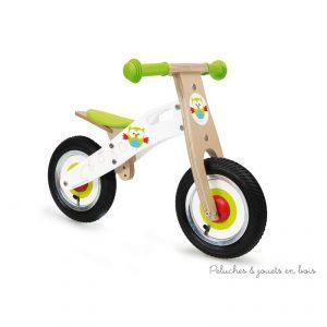 Une adorable draisienne de la marque Scratch décorée de Lou le petit hibou pour une transition facile et agréable vers un véritable vélo. A partir de 2 ans+ Dim 66 x 37 x 44cm, avec hauteur de l'assise réglable H29-40cm