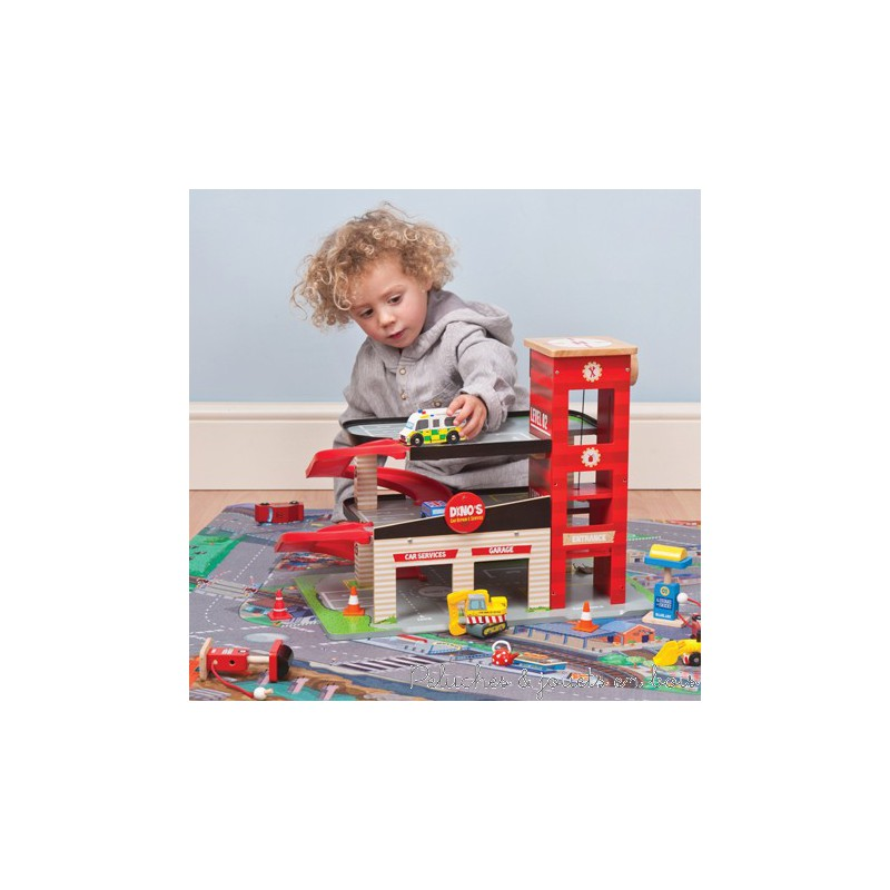 un tapis de jeux de voiture g ant de la marque le toy van pour 3 ans. Black Bedroom Furniture Sets. Home Design Ideas
