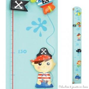 Cette Toise couleur thème pirate de la marque Le Coin des enfants permet de mesurer les enfants de 70 cm à 1.60 m. C'est aussi une idée de cadeau de naissance pour décorer la chambre de bébé.