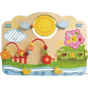 Un très joli tableau d'activité en bois avec 5 sortes de jeu sur le thème des couleurs des formes et du mouvement pour aider bébé dans l'acquisition de la motricité fine. Facile à transporter grâce à ses clips de fixation. Taille 40 cm. Normes CE