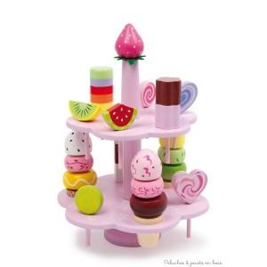 Un ravissant présentoir à bonbons en bois vernis, avec fruits colorés, sucettes, glaces. A partir de 3 ans+