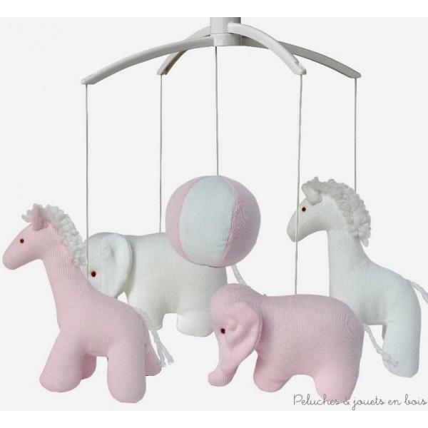 Mobile musical de la marque Trousselier sur le thème girafe et éléphant de couleur rose et blanc, adapté aux tout petits dès la naissance.