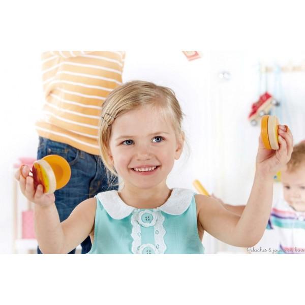 pour vous permettre de faire la Fête de la musique avec vous tout petits : du 16 au 30 juin 2014, Peluches et Jouets en bois offre une paire de castagnettes pour l'achat de 20 euros de jouets de la gamme Hape !
