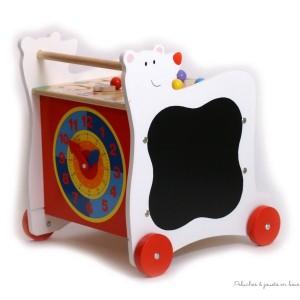 Un chariot de marche ours et un cube d'activités réunis pour apprendre à marcher tout en s'amusant avec ce cube actif sur roulettes Ours. A partir de 1 an+