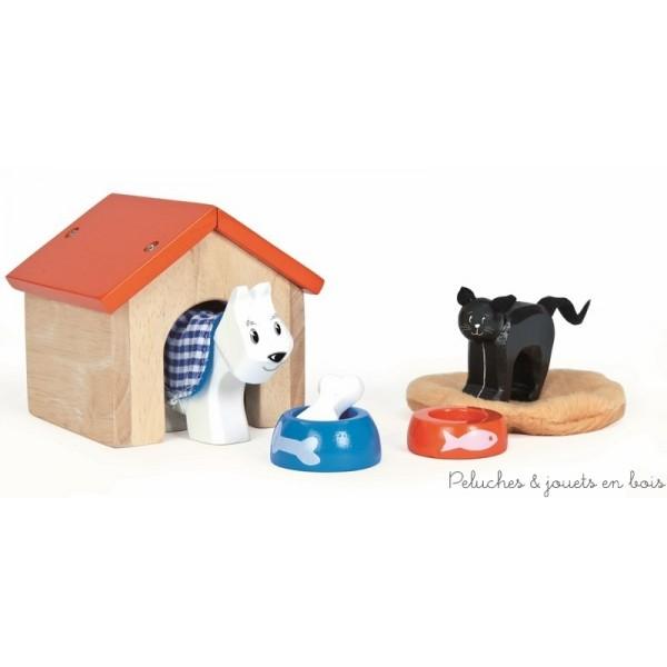 Dans la collection Daisylane de la marque Le Toy Van, Un set d'animaux domestique en bois comprenant une niche avec un chien son écuelle et son os ainsi qu'un coussin avec un chat et son écuelle. Pour compléter l'univers des poupées en bois A partir de 3 ans+