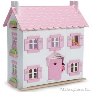 Dans la collection Daisylane de la marque Le Toy Van, la maison de Sophie, une grande maison de poupée de 3 étages en bois peint, décorée à l'intérieur comme à l'extérieur. Avec des portes, fenêtres et volets qui s'ouvrent et se ferment, un escalier et une façade qui s'ouvre pour un accès de jeu complet. A partir de 3 ans+ Dimensions : 35 x 67 x 61 cm. Accessoires, meubles et poupées vendus séparément. Normes CE.