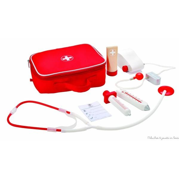 Allo ! Docteur, une jolie valisette en textile rouge bien garnie d'accessoires pour jouer au docteur de la marque Hape. Ce jeu de rôle permet aux enfants d'explorer un nouveau monde et facilitera leur visite chez le vrai médecin. A partir de 3 ans+