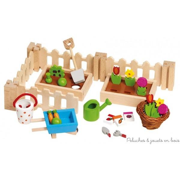 Ce set d'accessoires de 32 pièces en bois permet de reconstituer un véritable petit jardin floral et potager. Il contient tous les accessoires pour leur culture : brouette, arrosoir, seau, panier de récolte, graines, outils, clôtures et 2 bacs de plantation avec fleurs et légumes. Il est à la taille des familles en bois pour maison de poupées vendues séparémént. Normes CE