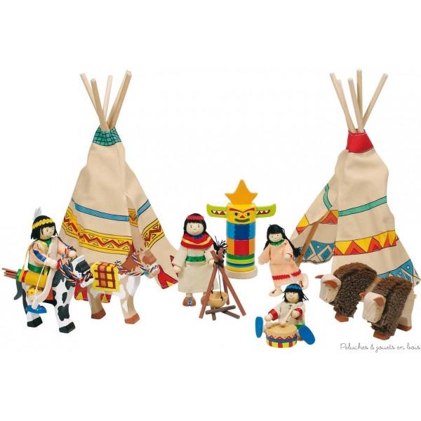 Un très beau camp d'indiens comprenant une charmante famille de 4 poupée articulées en bois, 2 tipis, un totem, un tambour, 1 feu de bois avec marmitte suspendue pour préparer les repas, 2 chevaux et 2 bisons. Un ensembles avec de multiples détails aux couleurs vives pour créer un véritable campement d'indiens, les faire danser autour du totem ou partir à la chasse aux bisons sur leurs chevaux. Tailles des poupées 9 - 11 cm. Normes CE