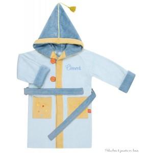 """Ce peignoir de bain bleu à broder avec capuche à pompon, deux poches, ceinture sous passant, accroche patère et boutons pour fermeture, en tissu éponge velours 380 G/m2, 100 % coton lavable à 40°C coloré et charmant, brodé à l'effigie du petit Dragon bleu sera également brodé avec le prénom de l'enfant que vous nous indiquerez dans la rubrique """"Personnalisation"""" située en bas de cette page (après avoir enregistré le prénom à broder*, n'oubliez pas d'ajouter le produit au panier). Pour la broderie, la première lettre est en majuscule et le reste est en minuscule. Dimension hauteur : 70 cm Délai de livraison incluant la personnalisation : 3 jours à 4 jours ouvrés"""