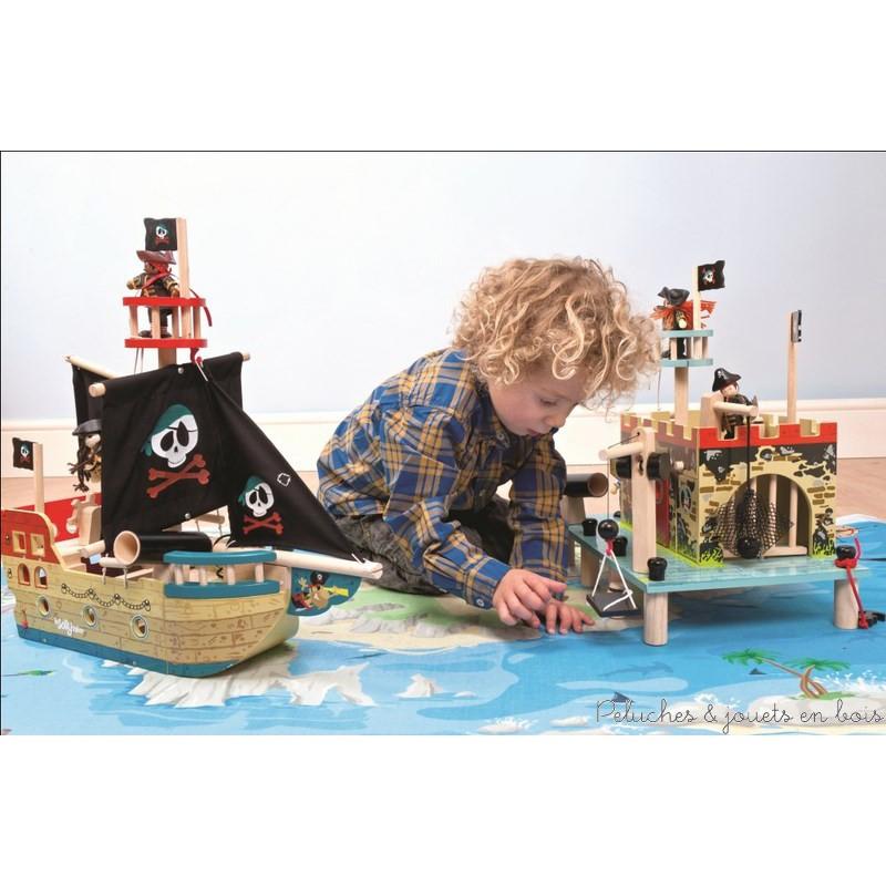 Le Fortin des pirates en bois peint de la marque Le Toy Van. A partir de 3 ans+