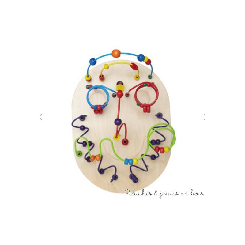 Wilbur est un grand labyrinthe mural avec de jolies perles colorées et des circuits de motricité en forme de tête rigolote de la marque Hape. A partir de 2 ans+