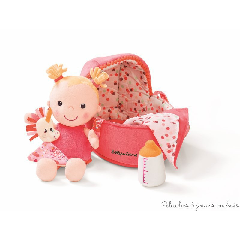 Poupée Bébé Louise dans son couffin avec son biberon et son doudou de la marque Lilliputiens. A partir de 9 mois+