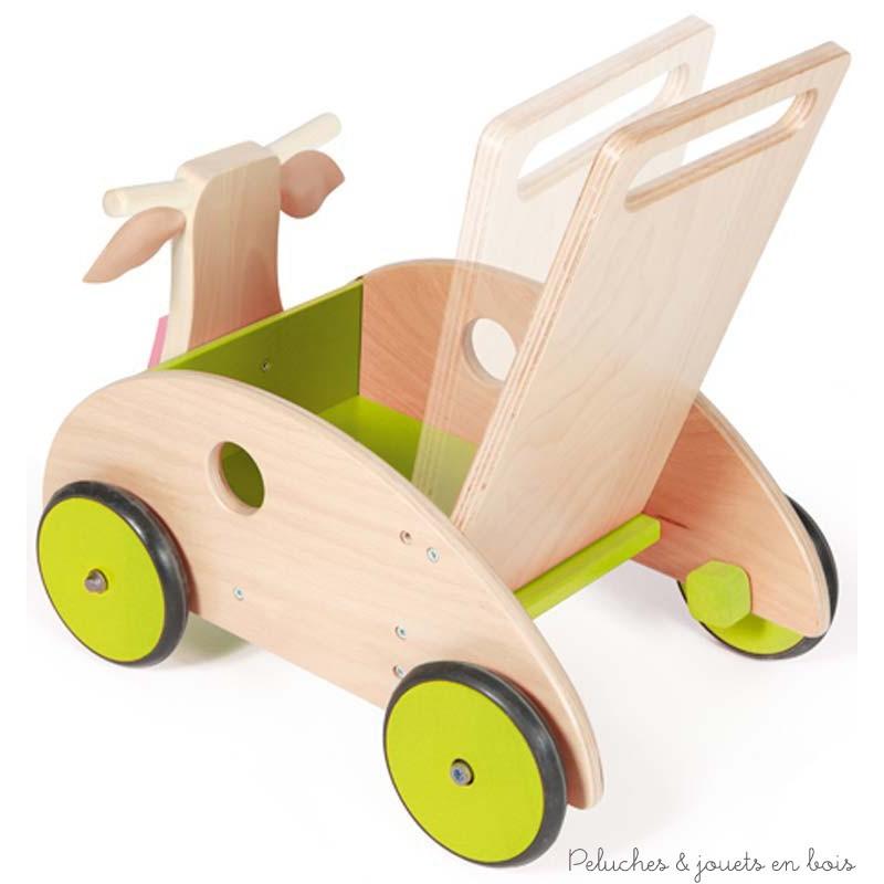 Le chariot de marche vache de la marque Scratch à une poignée inclinable ajustable en fonction de bébé et est muni d'un frein qui permet de régler la vitesse. Ses roues sont recouvertes de caoutchouc pour un usage plus sûr et plus silencieux. Il accompagnera les premier pas de bébé en toute sécurité. Dimensions 45 x 45 x 31 cm.