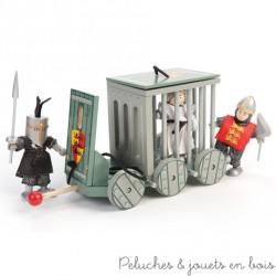 Une très belle cage de prisonnier en bois peint avec six roues, bélier et toit amovible. De la marque Le Toy Van. A partir de 3 ans+