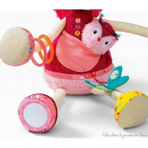 Une licorne d'activités câline, Louise de la marque lilliputiens. Pour éveiller bébé avec toutes sortes de textures à toucher et de chouettes activités, hochets, bracelets, bruit de papier froissé, miroir... A partir de 3 mois+