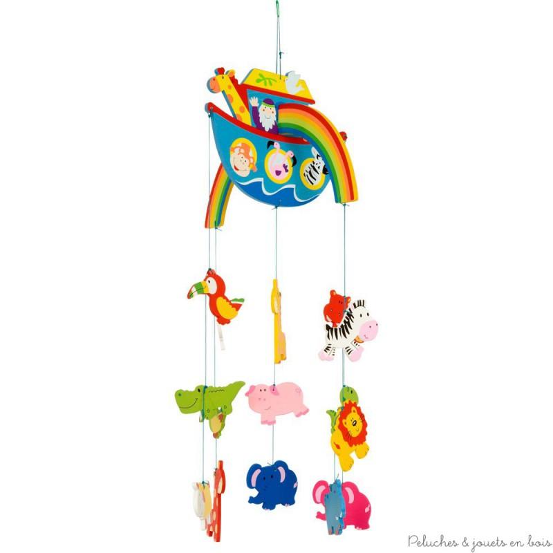 Un mobile de décoration en bois peint sur le thème Arche de Noé de la marque Bigjigs. Avec de magnifiques aniamux aux couleurs vives, un arc en ciel et une arche. Un accessoire de décoration de chambre d'enfant solide qui n'a pas fini de les captiver.