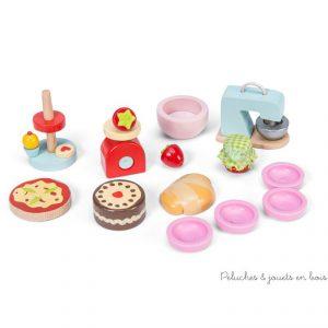 Dans la collection Daisylane de la marque Le Toy Van, un set d'accessoires de pâtisserie parfait pour jouer à cuisiner 1 pizza ou de bon petits gateaux pour les poupées en bois. A partir de 3 ans+