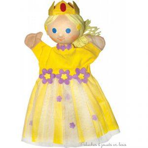 Marionnette personnage La Princesse, signée Animascena - Le Coin des enfants, marionnette à main en tissu avec une tete dure idéale pour permettre aux enfants de créer des spectacles en reprenant les contes les plus celebres dans leur petit théâtre de marionnettes. Dimensions : 27 x 15 x 8,5 cm A partir de 4 ans+