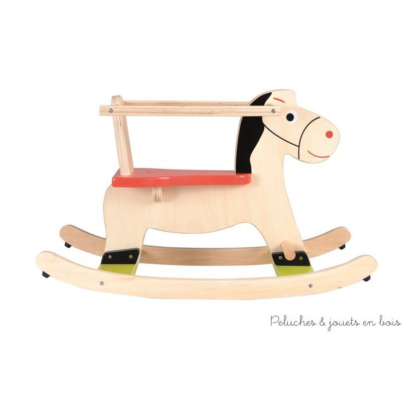 A cheval petit cavalier! Avec ce cheval a bascule en bois bébé partira à la découverte de nouvelles sensations en toute sécurité grâce à son arceau amovible. A partir de 12 mois+