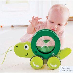 tito tortue et jouet en bois à tirer