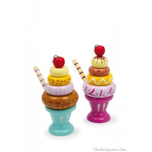 Ces deux coupes glacées en bois verni coloré sont idéales pour les goûters des poupées, les dinettes ou les cuisines des enfants. A partir de 3 ans+