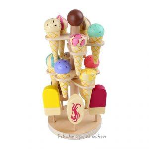 Un présentoir à glaces en bois peint gournand et coloré de la marque Legler. A partir de 3 ans+