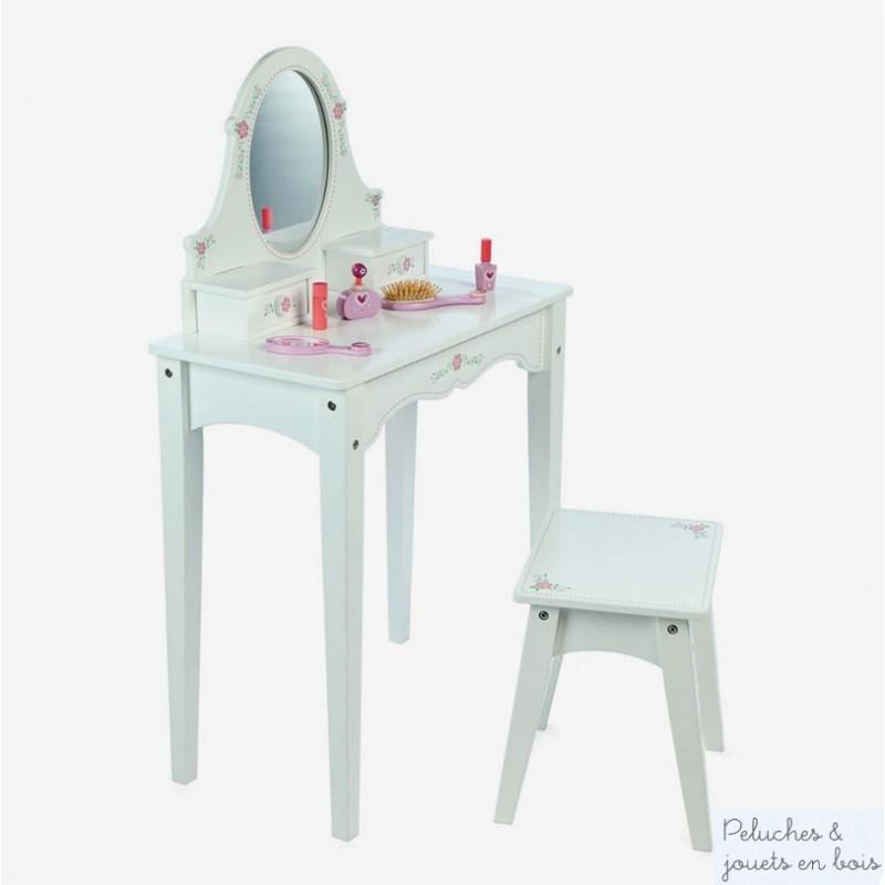 Magnifique coiffeuse blanche toute en bois avec un miroir, 2 tiroirs à motifs printaniers et un tabouret ; cet ensemble de meuble en bois est signé de la marque Tidlo distribué par Bigjigs. A partir de 3 ans+