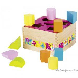 Une très jolie boite à forme en bois déclinée sur le thème du monde enchanté et coloré Susibelle de la marque Goki. Ce jeux encourage la réfléxion et la motricité fine. A partir de 1 an+