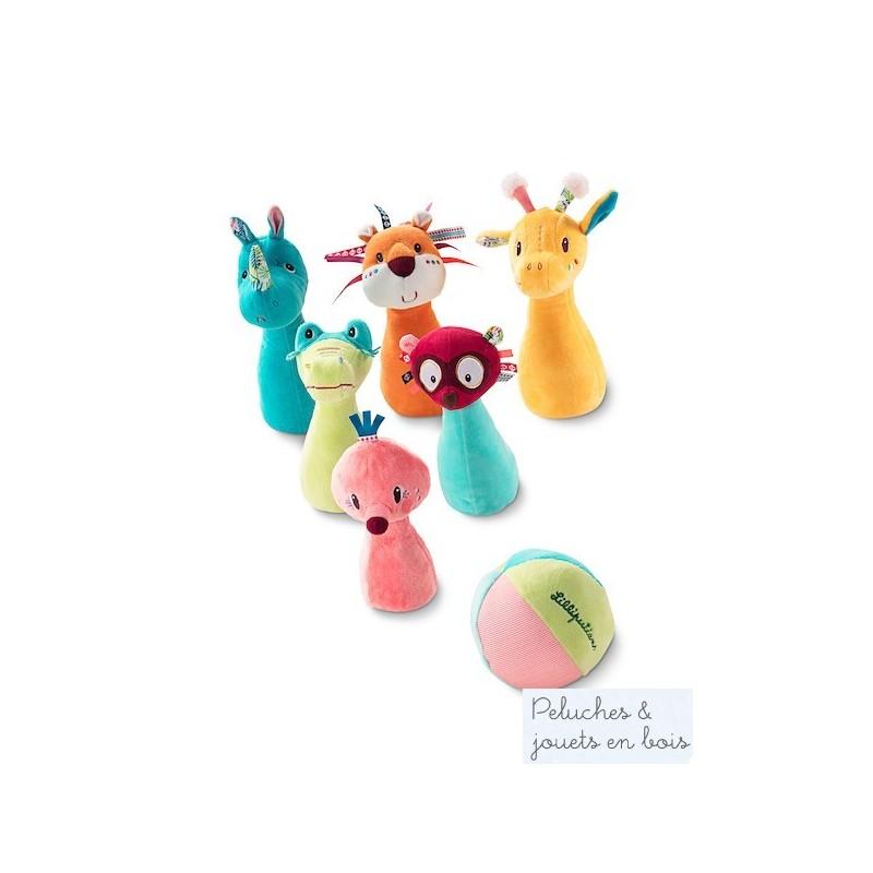 Un jeu de quilles de la jungle en textile de la marque Lilliputiens.ce jeu joyeux et coloré dont les animaux de la jungle sont les quilles est une variante stimulante au jeu de quille classique. A partir de 12 mois+