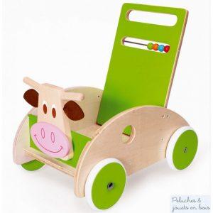 Ce chariot de marche Vache avec frein tout en bois avec panneau reversible coté bois ou coté vert de la marque Scratch accompagnera les premiers pas de bébé en toute sécurité. A partir de 1 an+ et jusqu'à 3 ans