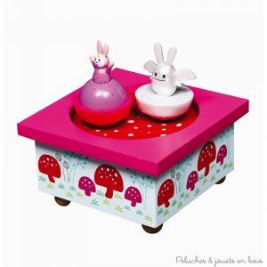 Ce manège musical bois Ange Lapin rose fushia de la marque Trousselier est une boite à musique pour bébé à partir de 1 an+