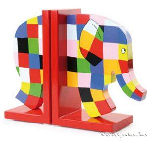 Un serre-livres Elmer en bois peint de la marque Vilac. Pour la décoration de chambre d'enfant.
