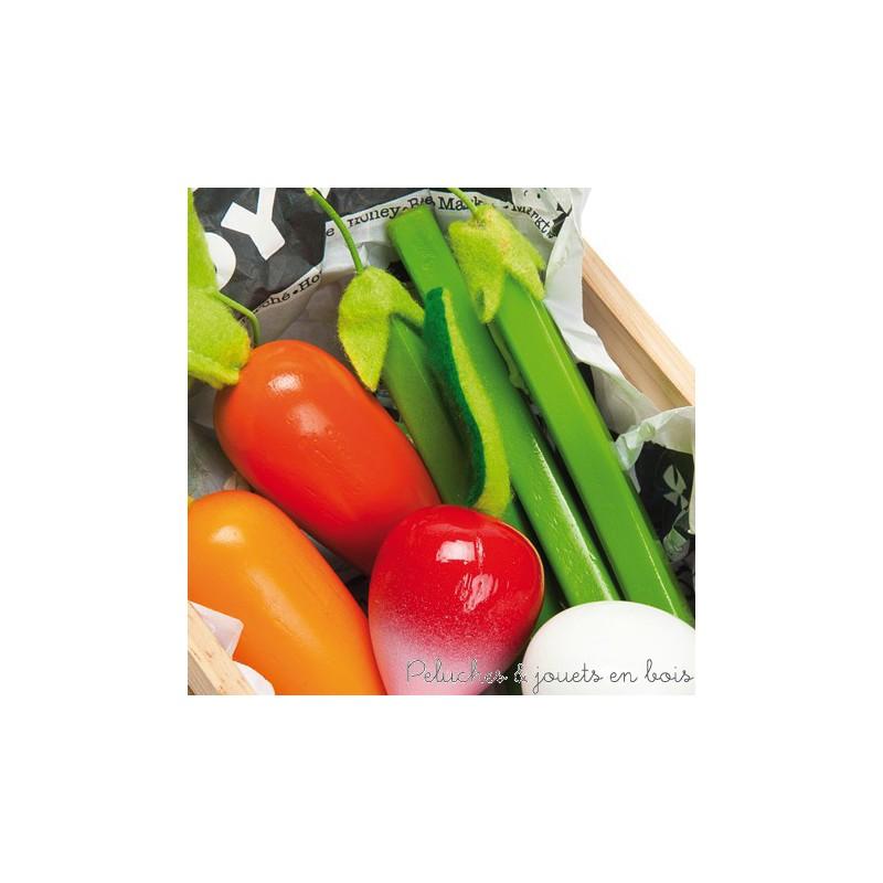 Dans la collection Honeybake de la marque Le Toy Van, une caissette en bois remplie des meilleurs légumes pour jouer à la marchande, ou à la dinette. A partir de 3 ans+