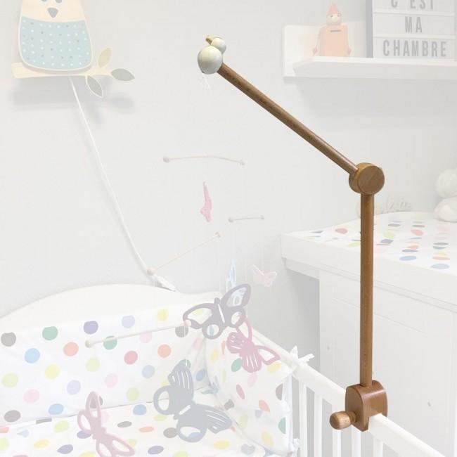 le support en bois très solide permet à toutes les maman adeptes du DIY de suspendre le fruit de leur créativité afin d'offrir à leur bébé un spectacle unique en harmonie avec les valeurs et la décoration de leur foyer
