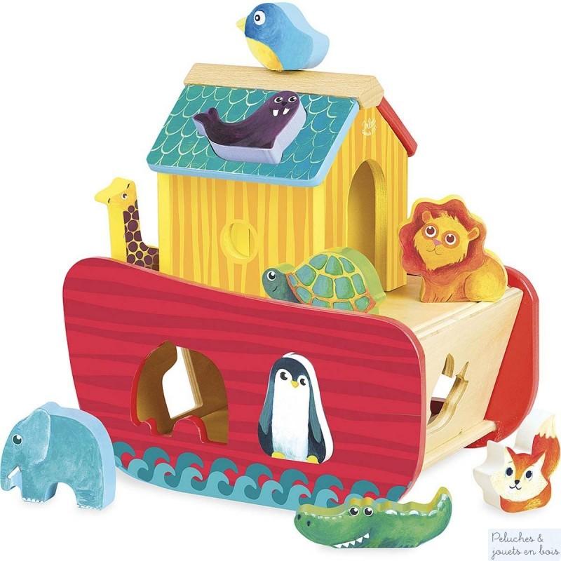 Une arche des animaux colorée avec une fonction trieur boîte à forme avec 9 formes animaux. (oiseau, phoque, girafe, lion, tortue éléphant, renard, crocodile, pingouin) L'arche a une portequi permet d'accéder à la coque. Dimension 21 x 21 x 15 cm. Normes CE